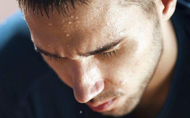 Mồ hôi nhiều ở đầu mặt gây mệt mỏi và khó chịu